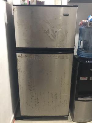 Refrigerador MAYTAG de 5 pies