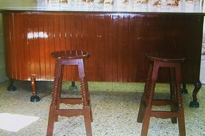cantina en cedro barnizado