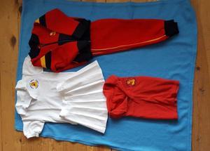 uniforme talla 4 para niña kinder Rubén Darío (baby