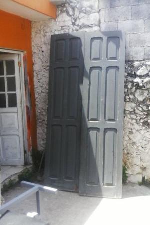 Par de puertas de madera de cedro