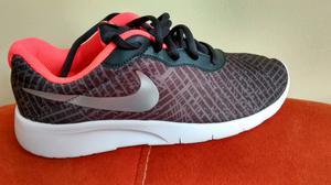 tenis Nike tanjun color gris