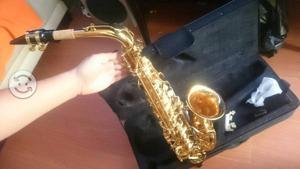 Saxofón alto Eb nuevo en caja con estuche rígido