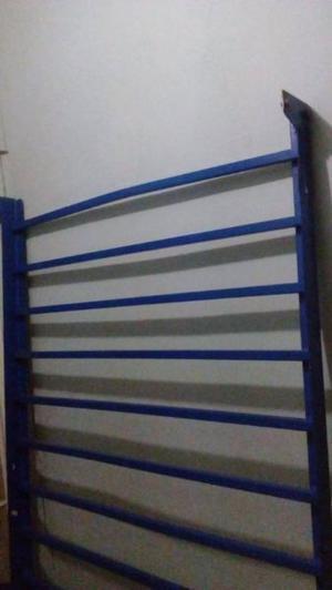 Se vende base para cama muy buenas condiciones