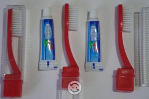 Lote de 200 cepillos viajero y pasta dental 5 ml