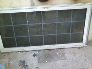 Puerta aluminio y vidrio usada con marco y chapa
