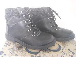 2 pares de zapatos talla 19.5
