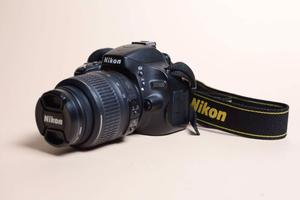 Cámara Nikon D Con Lente m F/g