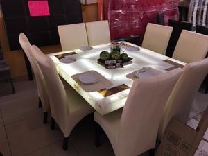 Comedor cuadrado de piel y cristal para 8 personas posot for Comedor 8 personas cuadrado