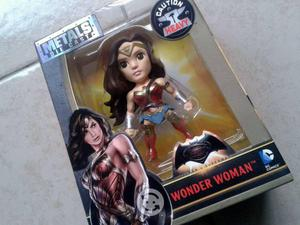 Dc comics. wonder woman. figura nueva