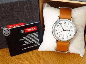Reloj timex correa de piel,luz,originals,broche