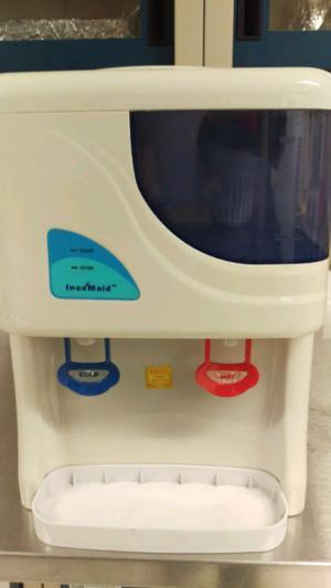 Despachador de agua fría caliente