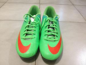 Tacos para fútbol Nike Mercurial