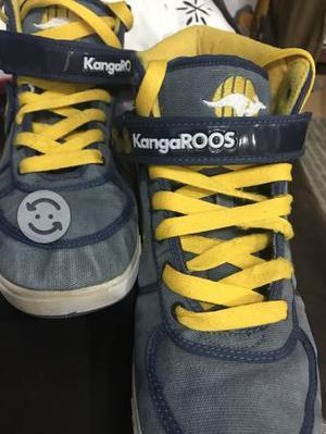 Tenis marca Kangaroos color azul y amarillo usados