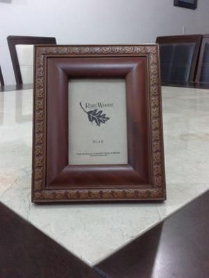 """Portarretrato de madera con vidrio, Medidas: 3 1/2 """" x"""