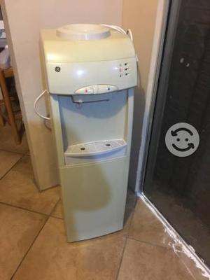 Despachador de agua eléctrico