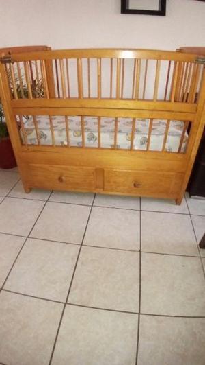 Se vende cuna de madera
