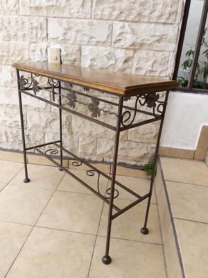 Mesa credenza antigua de metal con madera