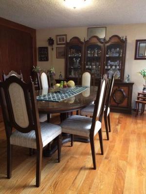 REMATE: mesa para 6 personas y vitrina juntas o separadas