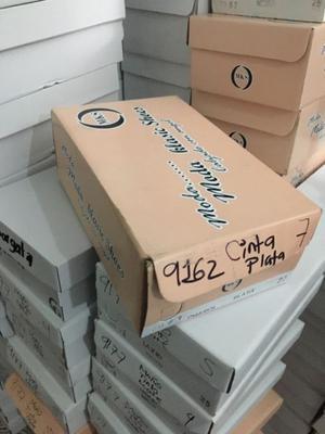 Cajas de cartón para zapatos, usadas