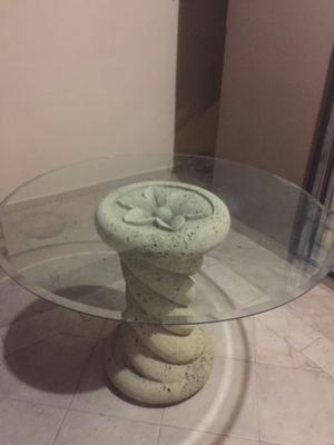 Mesa de cristal con base piedra de cantera