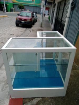 vitrina o mostrador en buenas condiciones