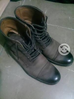 Botas de piel tipo militar
