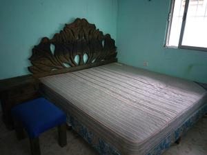 Recamara de 4 piezas (cama, cabecera, banca y buro)