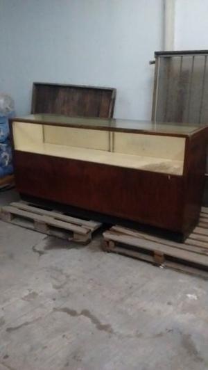 Mostrador de madera con vitrina antiguo