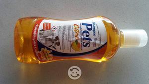 Shampoo insecticida para perros y gatos aroma cutr