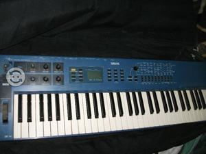 Sintetizador yamaha s de teclas tipo piano posot class for Yamaha cs1x keyboard