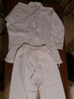 traje de karate seminuevo