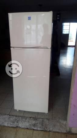 Refrigerador IEM 9 PIES todo le funciona