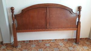 Cabecera de cedro en buenas condiciones para cama king size