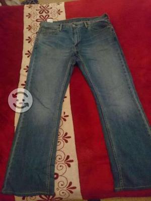 Pantalón Levis modelo