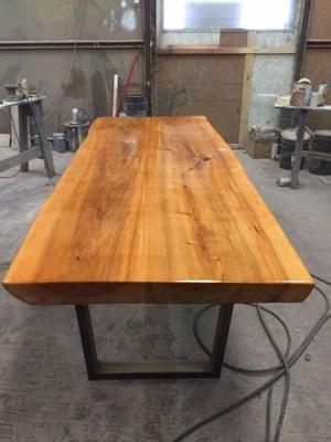 Hermosa mesa de Madera Sólida