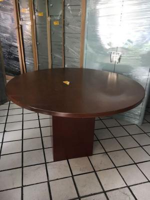 mesa de madera redonda
