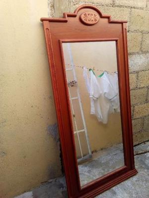 Se vende espejo marco de madera cuerpo completo