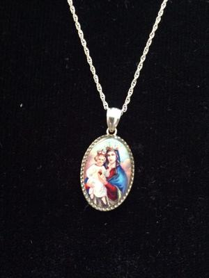 Cadena y medalla con la imagen de Ntra. Sra. Del Sagrado