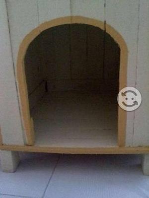 Casa para perro 68 cm de alto 56 de fondo y 48 de
