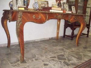 Antigua Mesa estilo Ministro con Incrustaciones en Bronce.