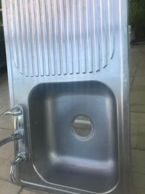 Tarja de acero inoxidable usada con mezcladora incluida