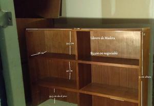 Librero de madera firme y pesada