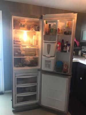 Refrigerador Lg, color silver, muy bonito