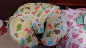 Almohada de lactancia y se puede usar para sentar al bebé