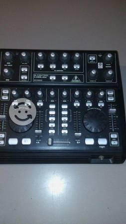 Controlador y mezclador dj