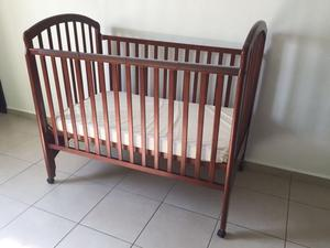Cuna infantil de madera