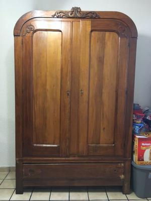 Mueble antiguo estilo ropero