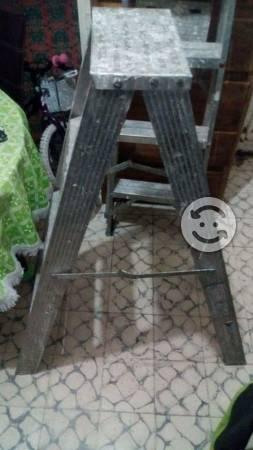 Escalera aluminio 299 grande ya usada posot class for Escaleras de aluminio usadas