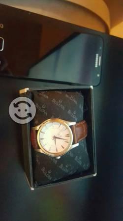 Reloj BULOVA cuarzo curvo,correa de cuero y caja