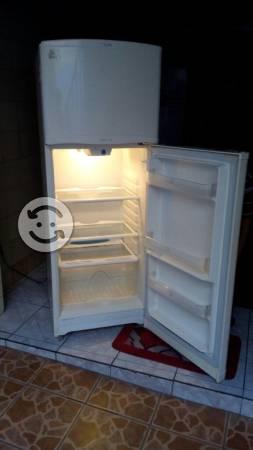 Refrigerador mabe de 9 pies funcionando